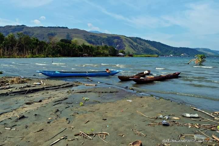 Wisata Ke Danau Sentani